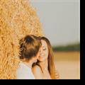 麦田里的情侣PPT模板 免费版