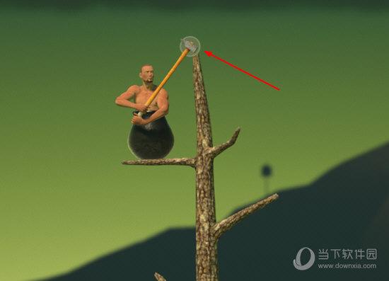树枝上用锤子勾树顶上